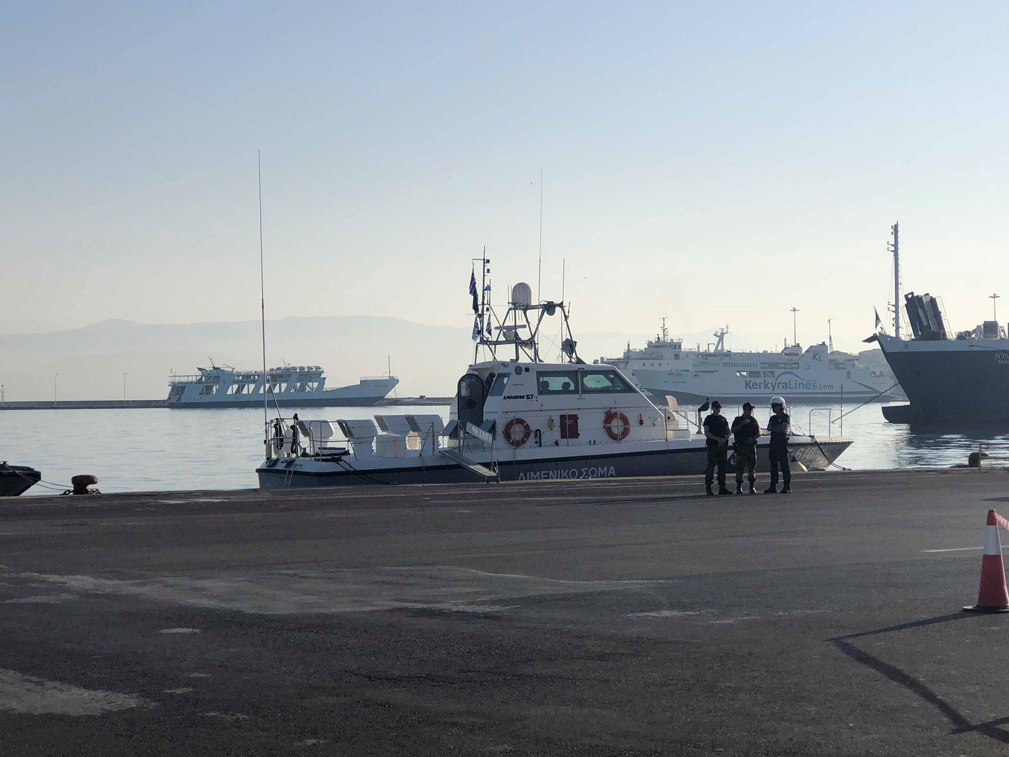 Με περιπολικό σκάφος διακομιδή 54χρονου ασθενούς από τα Γουβιά στην Ηγουμενίτσα.