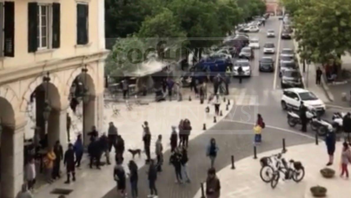 Κέρκυρα: Stop, στον συνωστισμό στις καφετέριες. (Βίντεο)