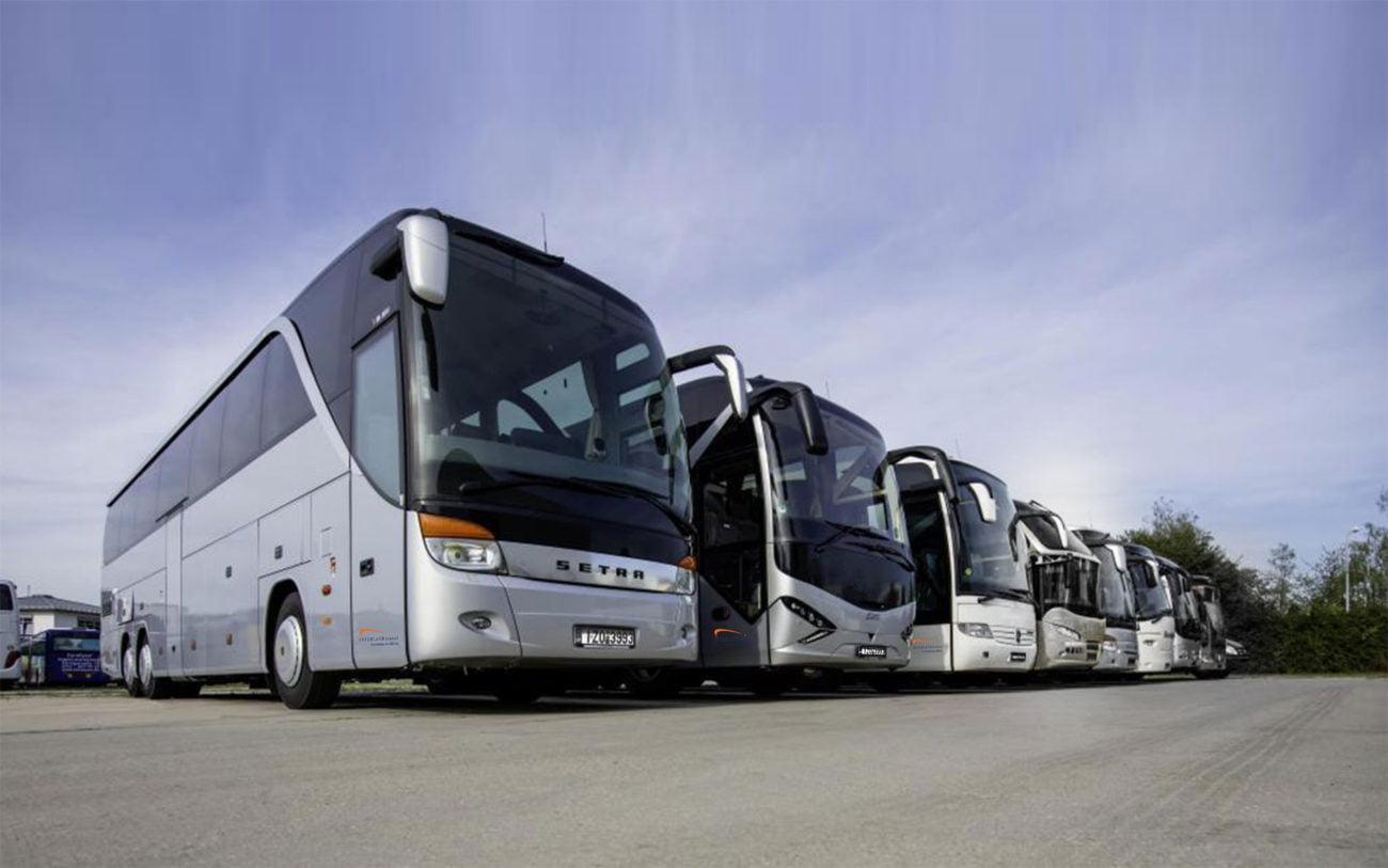 ΥΠΟΙΚ: Μειώνονται τα τέλη κυκλοφορίας για τα τουριστικά λεωφορεία.
