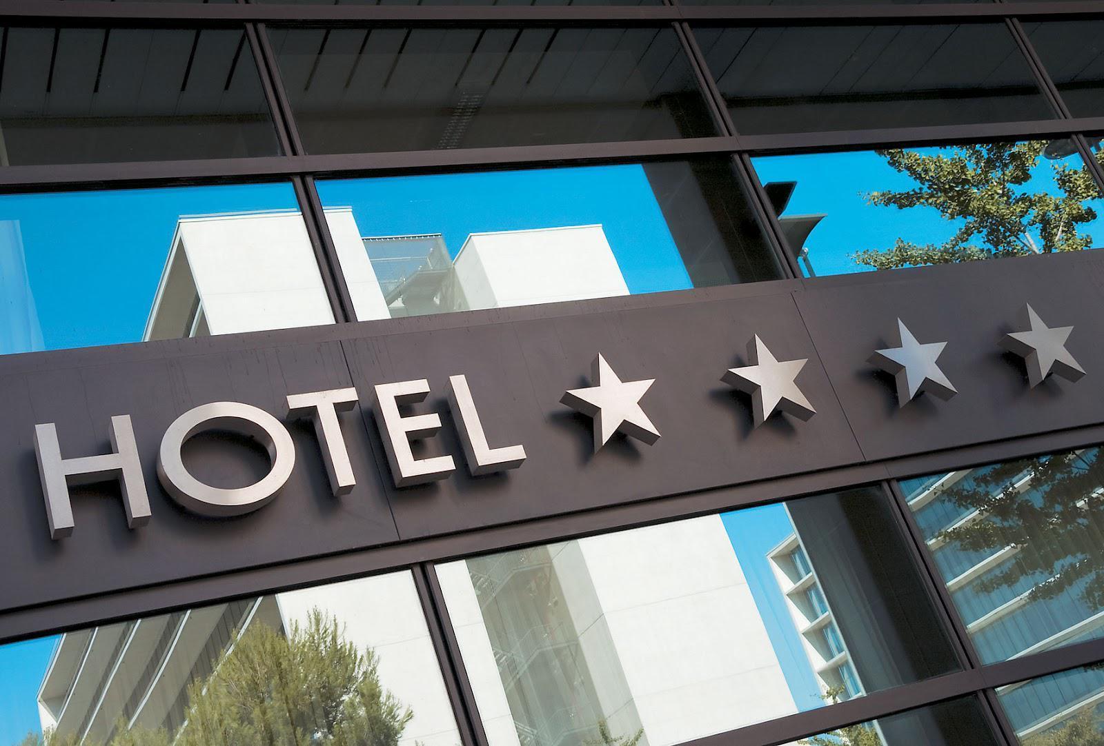 Υπ. Τουρισμού: Υποχρεωτική η σύμβαση με γιατρό για κάθε ξενοδοχείο.